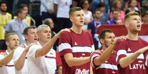 Video: Nav nekas labāks par Latvijas krekla uzvilkšanu - patriotiska īsfilma par valstsvienību