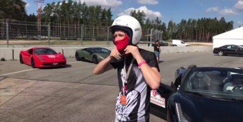 'Delfi' trasē dodas ar 'Ferrari 458 Spider' superauto