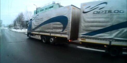 Par mata tiesu no traģēdijas - kravas auto brauc pie sarkanās gaismas