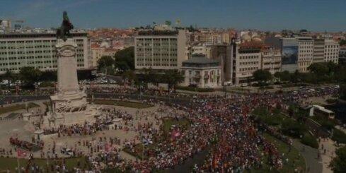 Tūkstošiem cilvēku mājās sagaida Eiropas čempionvienību futbolā
