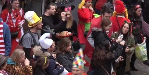 Merkele, Tramps, Erdogans un citi kariķēti tēli Diseldorfas karnevālā