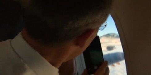 NATO iznīcinātāja pilots debesīs virs Baltijas sveicina Stoltenbergu