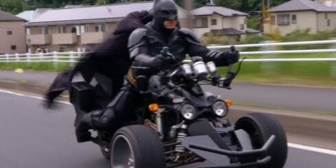Japāņus izklaidē Betmena atdarinātājs