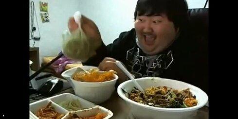 Interneta hits - resns korejietis, kurš smejas