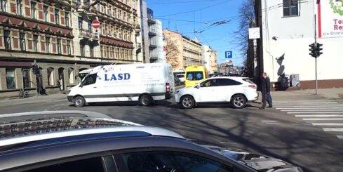 Kāpēc piektdien Rīgas centrā bija sastrēgums