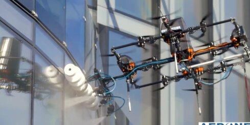 'Aerones' veic pirmo eksperimentālo fasādes mazgāšanu Rīgā