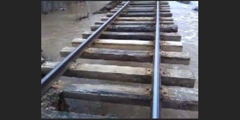 Izskalotas sliedes Madona - Gulbene dzelzceļa posmā