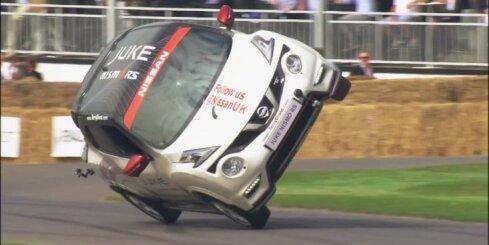 'Nissan Juke' uzstāda Ginesa rekordu braukšanā uz diviem riteņiem