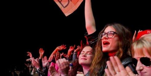 'Placebo' aizkustina grandiozos pūļus 'Positivus' festivāla pirmajā dienā