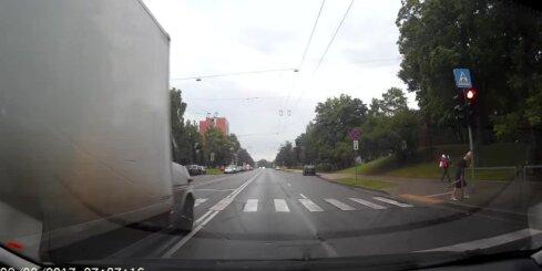 Steidzīgs kravas busiņš