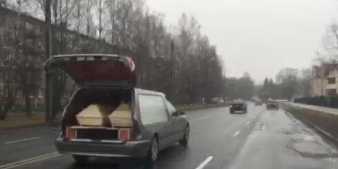 Kā Rīgā pārvadā zārkus