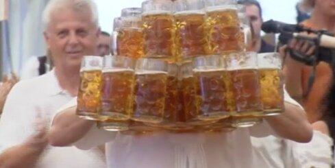 Vācijā uzstādīts pasaules rekords alus kausu nešanā