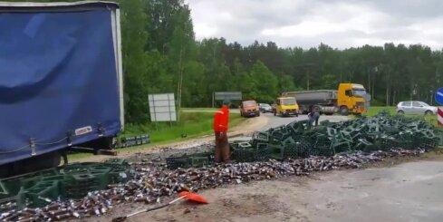 Uz Ķekavas apļa apgāžas 'fūre' ar alus kravu; apgrūtināta satiksme