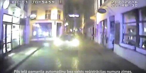 Pakaļdzīšanās Rīgas ielās - policija aiztur agresīvu autovadītāju