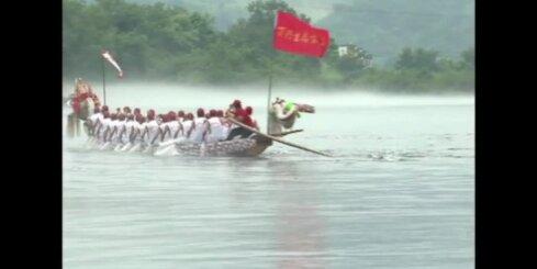 Bez komentāriem: Ķīnā notiek pūķu laivu sacīkstes