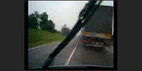 Bīstams kravas auto