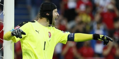 Čehijas futbola izlases vārtsargs Čehs atvadās no valstsvienības
