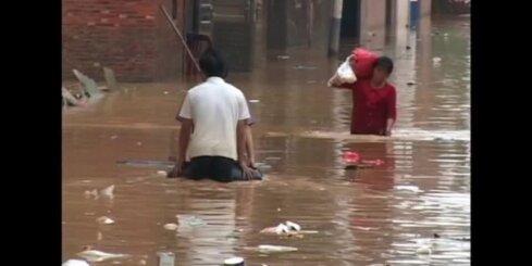 Bez komentāriem: Ķīnas dienvidos sākušies pamatīgi plūdi