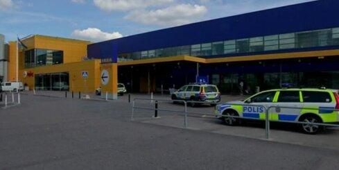 Zviedrijas 'Ikea' veikals, kurā tika nodurti cilvēki, uz laiku pārtrauks tirgot nažus