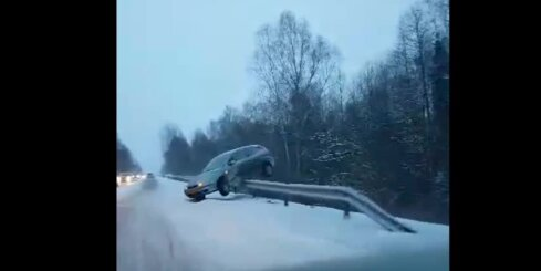 Autoavārija uz šosejas