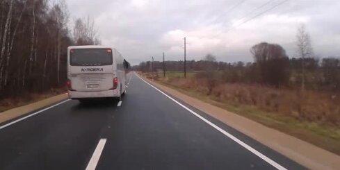 Satiksmes autobuss neievēro ātruma ierobežojumus