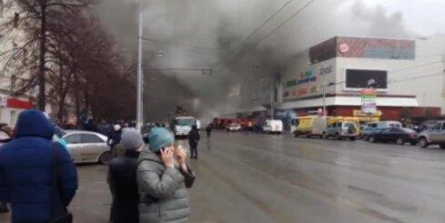 Ugunsgrēkā tirdzniecības centrā Krievijā bojā gājuši vismaz 48 cilvēki