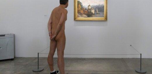 Foto: Parīzes mākslas galerija ver durvis nūdistiem