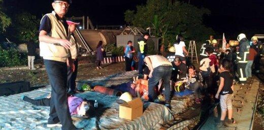 На Тайване потерпел крушение поезд: погибли 22 человека