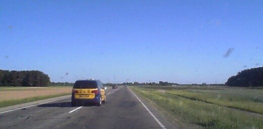 Mazākas nozīmes ceļš un apdzīšana pa galveno: autovadītājs iemūžina strīdīgu situāciju