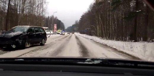 Video: Pie Saulkrastu 'Lukoil' sadūrušies divi auto