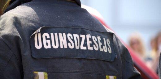 В Юрмале пожарные спасли мужчину из огня