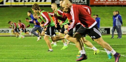Foto: Latvijas futbola izlase pavasarīgajā Nionā uzsāk treniņnometni