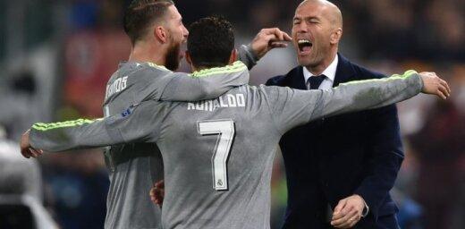 ВИДЕО: ФИФА назвала тройку лучших голов, тренеров и игроков года