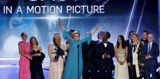 Kinoaktieru ģildes balvu ceremonijā laurus plūc 'Trīs paziņojumi pie Ebingas Misūri štatā'