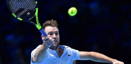 Soks pārsteidzoši uzvar Zverevu un sasniedz 'ATP Finals' pusfinālu
