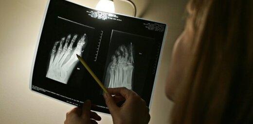 'Ar miljardu nepietiks'– vīrietis ar ārsta nosūtījumu netiek uz rentgenu