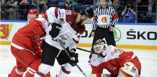 Latvijas hokejisti pirms olimpiskās kvalifikācijas Rīgā tiksies ar Dāniju
