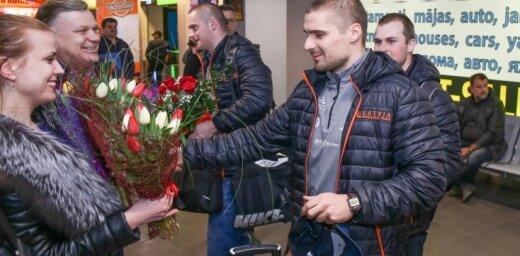 Foto: Mājās atgriežas olimpiskajā trasē lieliski nostartējušais Ķibermanis
