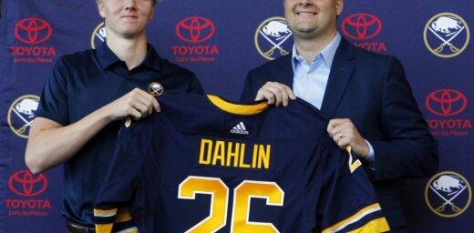 NHL drafta pirmais numurs Dālins kļūst par Girgensona komandas biedru 'Sabres'