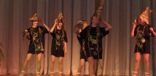 Skolēni veido tērpu kolekcijas 'Tērpies zaļāk!'