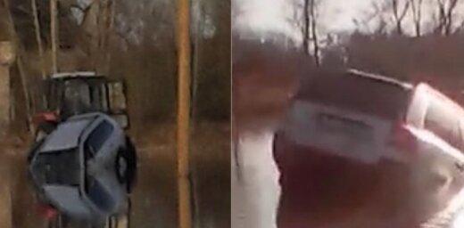 Video: Rugājos automašīna avarē uz applūduša ceļa