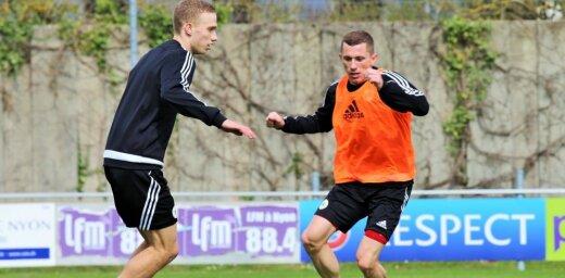 Latvijas izlases futbolists Kļuškins: pāreja no mākslīgā seguma uz dabīgo ir nedaudz arī bīstama