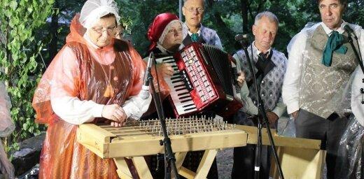 Foto: Jelgavā lustīgi svin vasaras saulgriežus