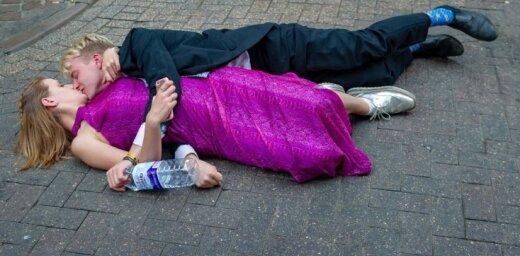 Foto: Rīts Kembridžā pēc smalkākās britu studentu balles