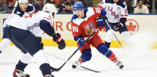 Czech David Pastrnak vs USADustin Byfuglien (33) and Ryan McDonagh (27)