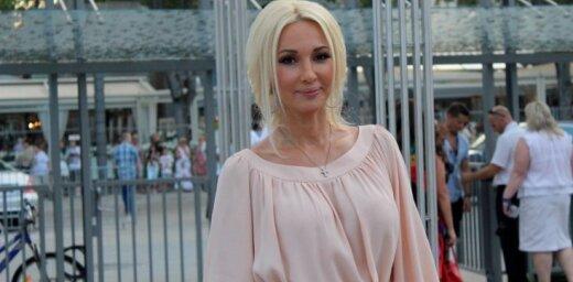 TV dīva Ļera Kudrjavceva 47 gadu vecumā laidusi pasaulē meitu