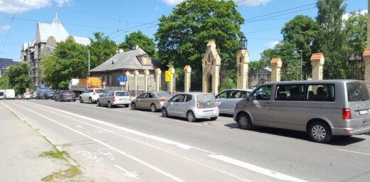 ВИДЕО: Из-за ремонтных работ в центре города образовались большие транспортные заторы