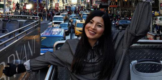 Foto: Meitene, kura ceļošanas dēļ gatava ieslīgt parādos
