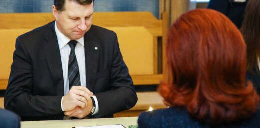 Saeima neieklausās Vējonī un atkārtoti pieņem strīdīgos grozījumus Kredītiestāžu likumā