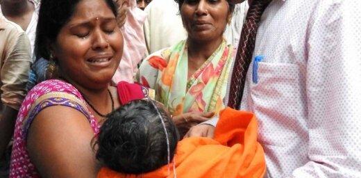 """В больнице в Индии """"от недостатка кислорода"""" погибли 60 детей"""